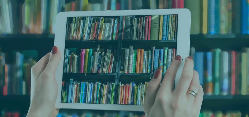 bilde av nettbrett og bøker